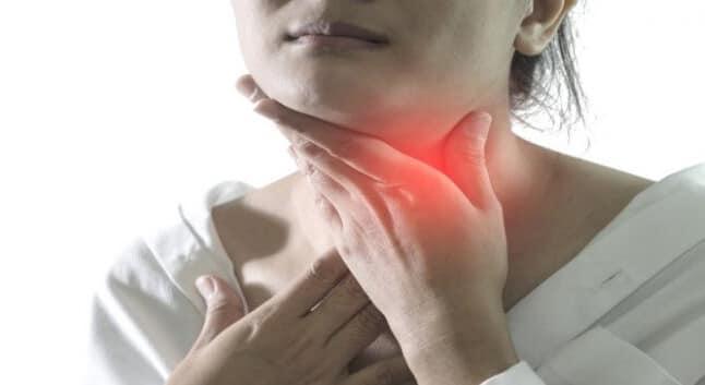 smerter i halsen venstre side